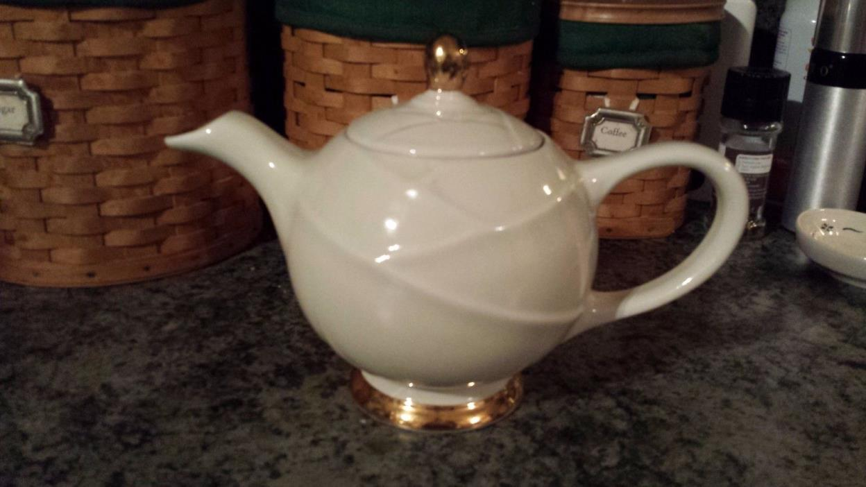 EUC Vintage 1950's Hall Pottery Ivory with Gold trim 6 cup Teapot 0218