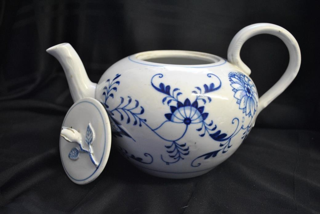 Meissen Blue Onion Pattern Porcelain Teapot Meissen & Mark On Bottom Germany