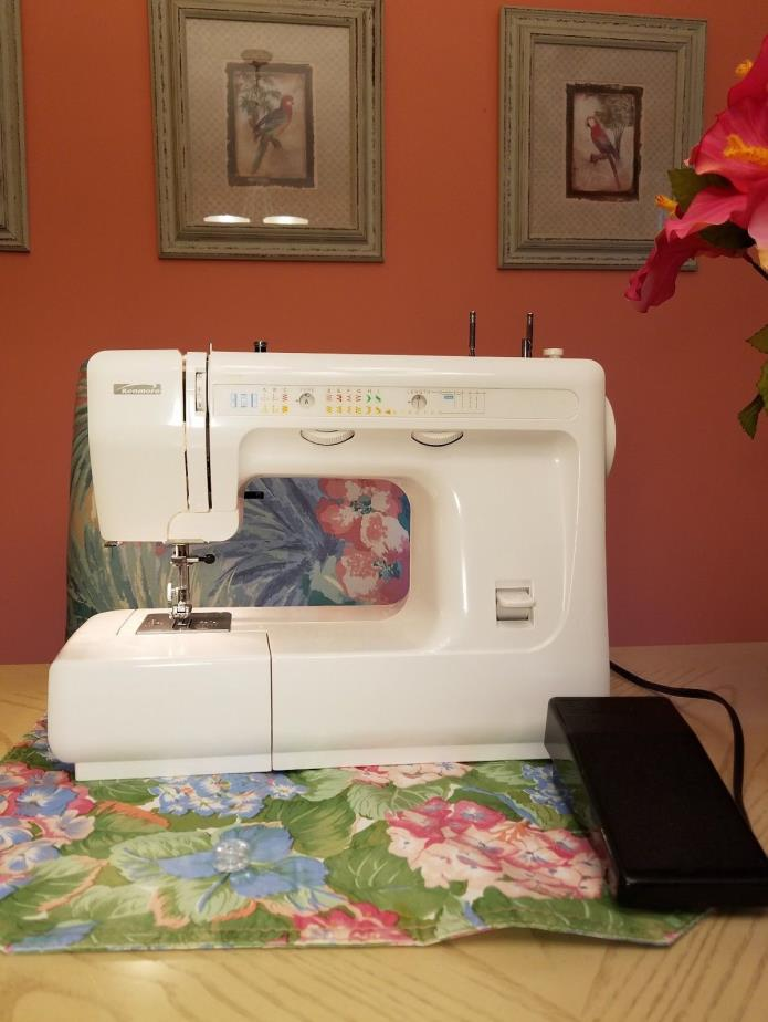 Kenmore Sewing Machine in Excellent Cond.  Zig Zag. Free sjipping!