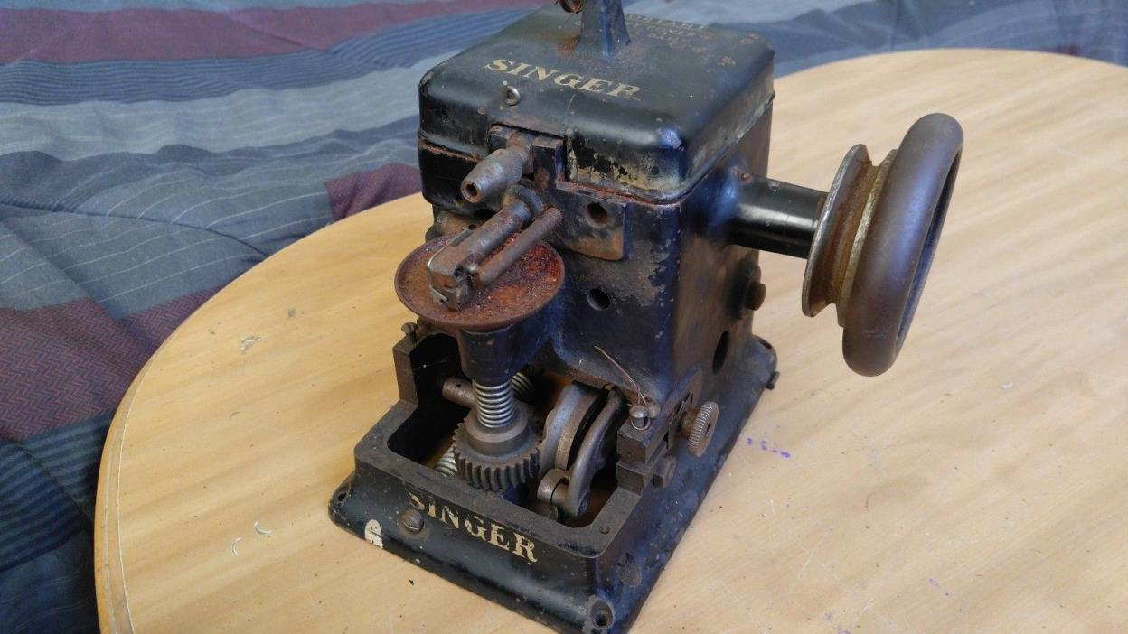 Nice Vintage Rare Singer Model 176-11 Fur / Game Sewing Machine *Repair - Black