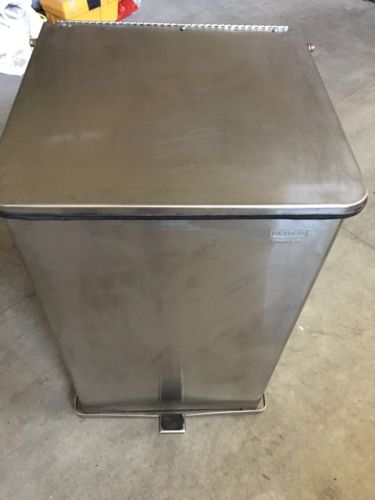Stainless Steel United Receptacle Sq Step Can.40-Gallon Capacity: 19
