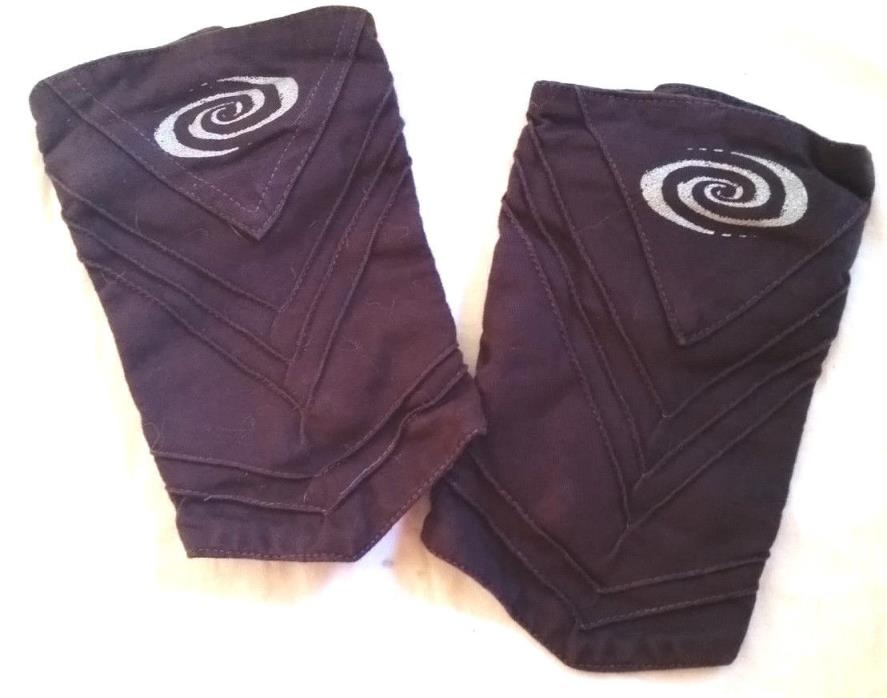 Aubergine GAUNTLETS Wristbands (Cotton?), Inside Pocket, Brass Snaps, very nice