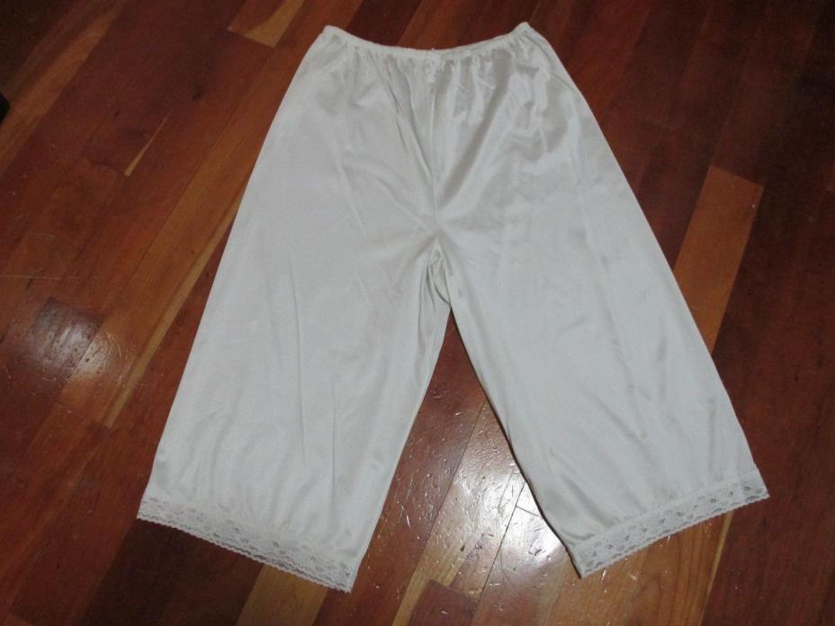 Womens VANITY FAIR Nylon Half Slip Bloomers Shorts Lingerie for Dress Size Med