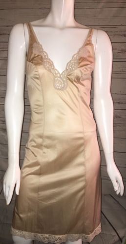 Vtg HOLLYWOOD VASSARETTE  MUNSINGWEAR Nylon FULL SLIP beige~ 34 floral lace USA