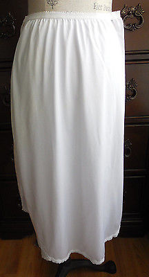 EUC WHITE WITH TWO DEEP SLITS SHADOWLINE NYLON HALF SLIP IN SIZE MEDIUM 30