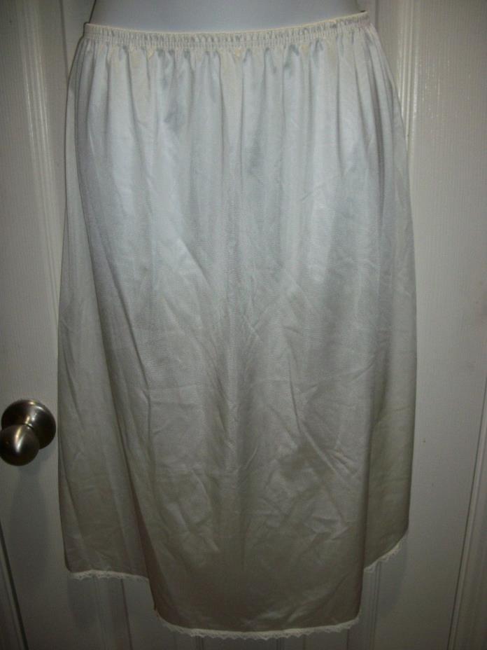 VANITY FAIR White Lacy Lace Half Slip Size TT/ Med 26