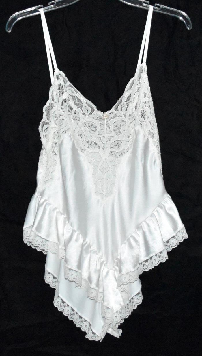 Cadaz White Teddy with Lots of Beautiful Floral Lace & Ruffled Bottom Sz 32 USA
