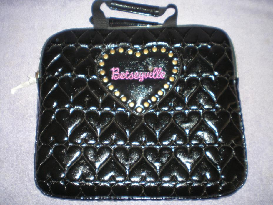 NWOT - Betseyville Quilted Hearts Be Mine Laptop Case Black - 12 x 14