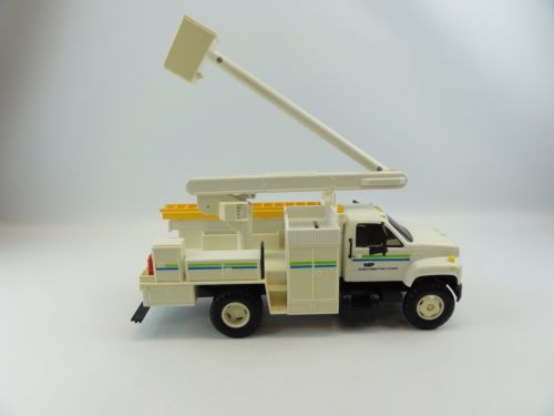 Northern States Power Company NSP Utility Bucket Truck Flashing Lights 1995-1-1