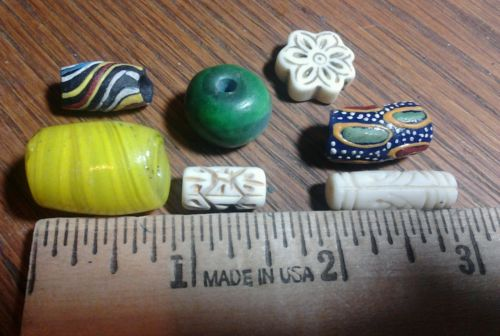 7 old loose beads