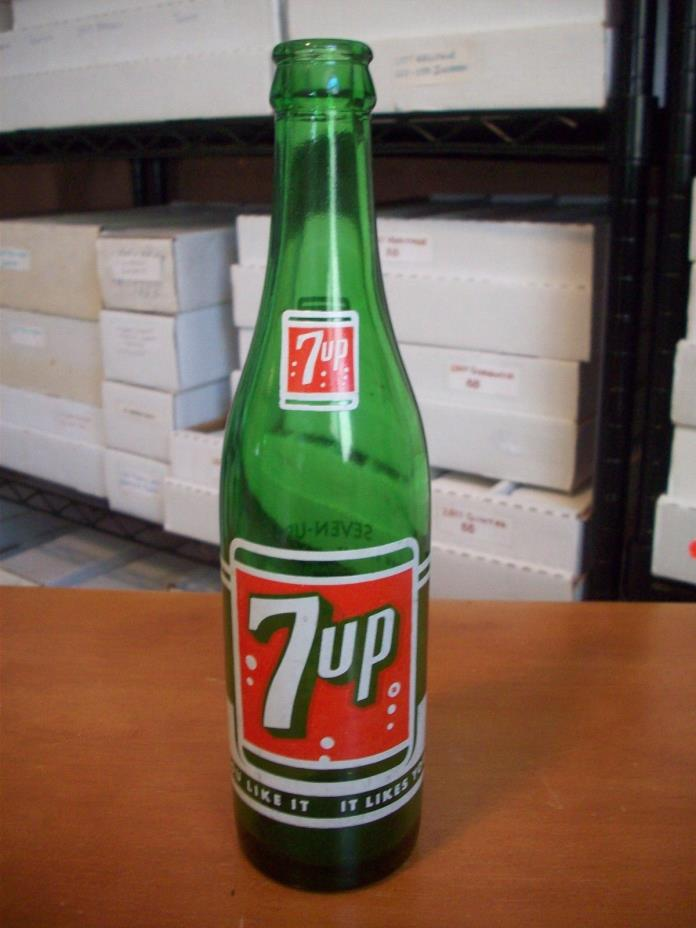 Vintage 7up Bottle 10 oz. Winnipeg, Manitoba Canada RARE!!! L@@K!!!