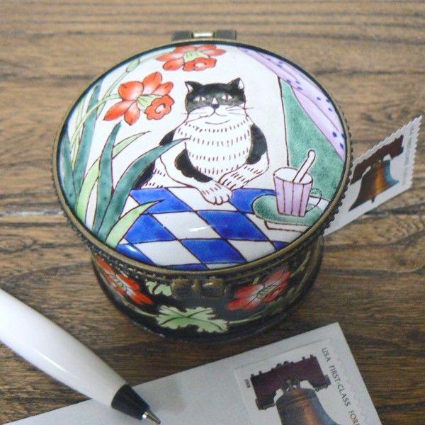 Dining Black White Cat Round Enamel Stamp Holder / Dispenser