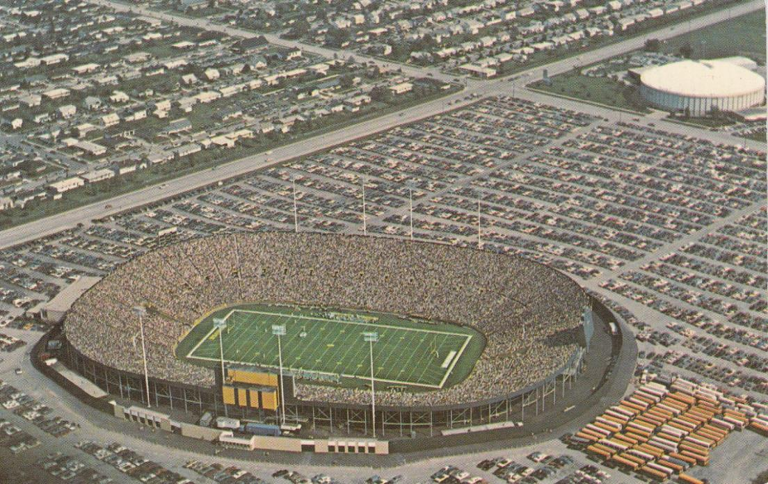 LAMBEAU FIELD GREEN BAY WI PACKERS NFL STADIUM & ARENA on USED 1975 POSTCARD