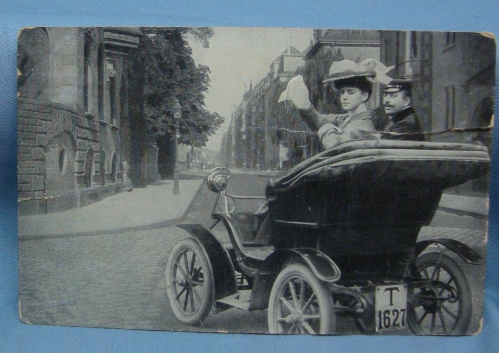 MADE GERMANY MODEL T MAN WOMAN IN CAR VINTAGE POSTCARD 3E
