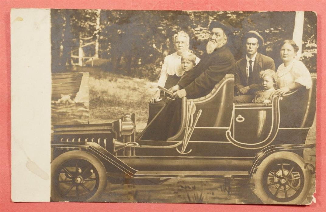 VINTAGE AZO RPPC FAMILY IN CAR REAL PHOTO POSTCARD 51916