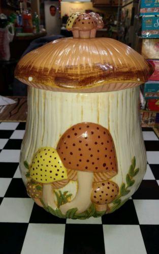 Vintage 1970's Arnel's Mushroom Canister/Retro Ceramic LARGE cookie jar with lid