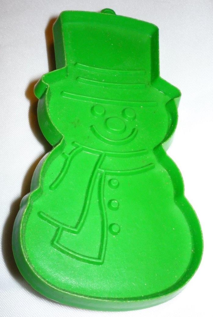 Hallmark Christmas Winter Snowman Cookie Cutter Green Hard Plastic
