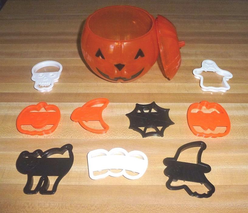 Vintage 1996 Wilton Halloween Plastic Cookie Cutter Set in Pumpkin Container