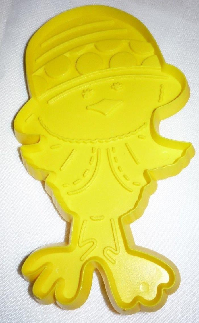 1975 Hallmark Easter Chick Dressed Up Cookie Cutter Yellow Hard Plastic