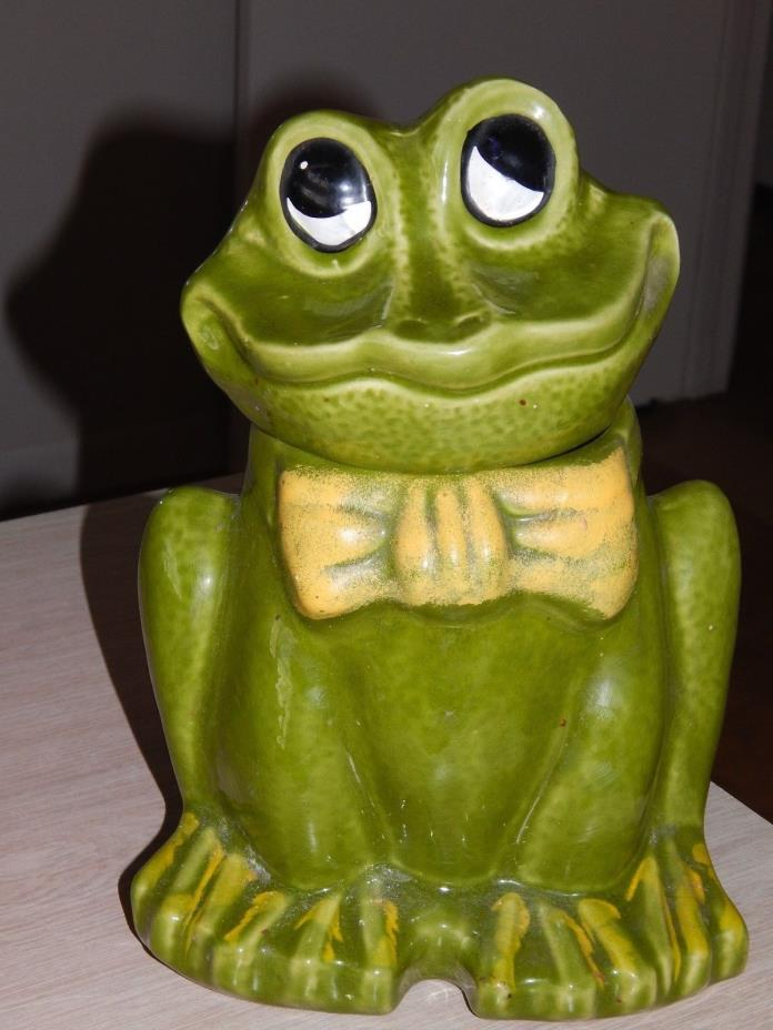 Vintage USA California Originals Pottery Cookie Jar Green Frog Yellow Bow Tie
