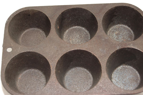 Cast Iron Lodge Cornbread Muffin Pan 5P2 Cookware