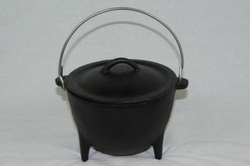 MINI 3 LEG CAST IRON POTJIE POT CANNIBAL COOKWARE