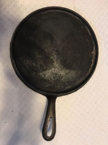 ANTIQUE CAST IRON GRIDDLE NO. 8 USA PAN