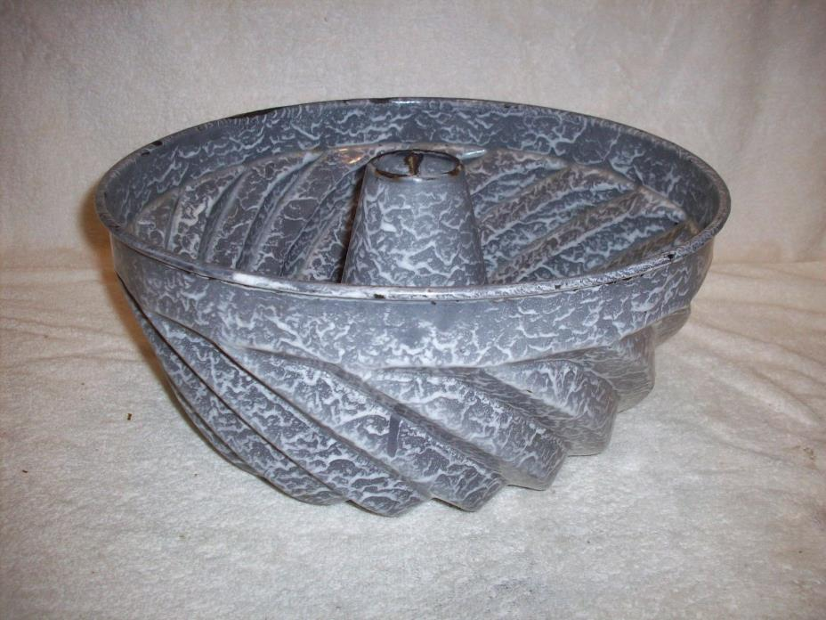 VERY LARGE GRAY GRANITEWARE CAKE MOLD