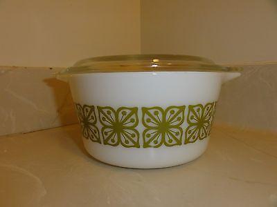 Vintage 1 Qt.  Pyrex Casserole Dish with Green Clover Square Flower Design