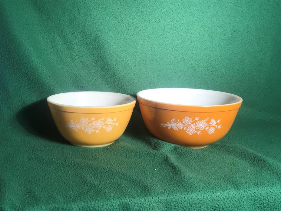 Pyrex Mixing Bowls Orange w/ flowers (set of 2) 1.5 qt & 2.5 qt