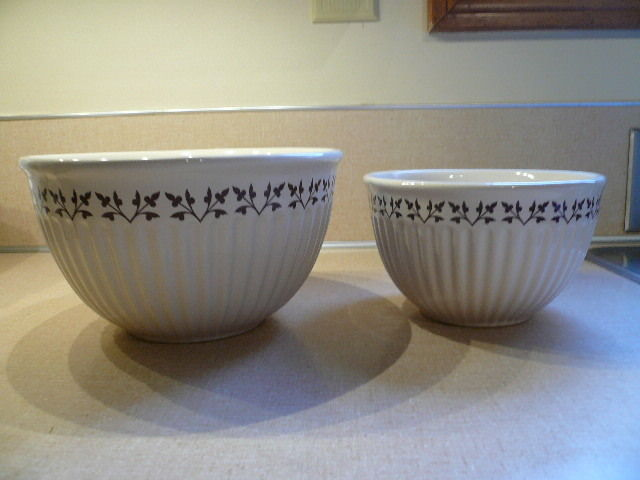 Set of 2 Paula Deen Pottery Kitchen Bowls 1 Qt and 2 Qt Ribbed Design Cream/Brn