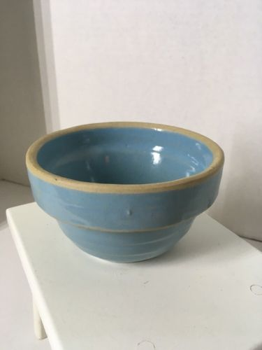 Vintage look Cute light blue mixing bowl no marks 5