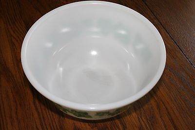 Vintage Mixing Bowl Large 9 inch x 4 1/2 inch Mixing/Serving Bowl Green Ivy