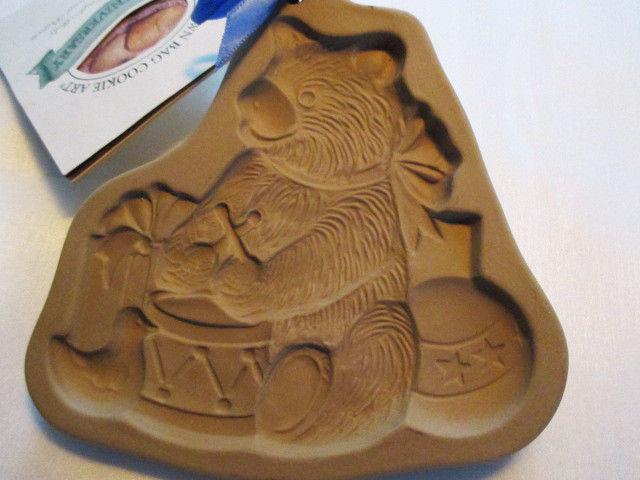 NWT, VINTAGE BEAR W DRUM-1985 BROWN BAG COOKIE ART STONEWARE COOKIE-CRAFT MOLD