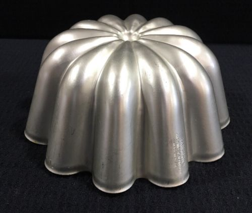Vintage Mirro Finest Aluminum Scallop Jell-O Or Cake Mold 6 3/4