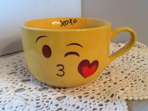 Valentine Emoji Yellow -XOXO- Cappuccino / Soup Mug 18oz