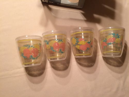 Insulated Tumblers Retro Vintage Set of 4 ocean sea shell decor in original box