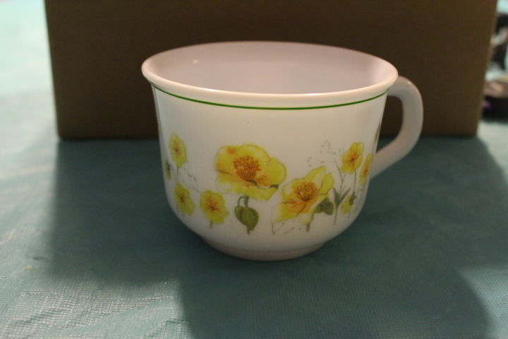 Set of (4) Arcopal White Milk Glass with Yellow Flowers Coffee Tea Cups France