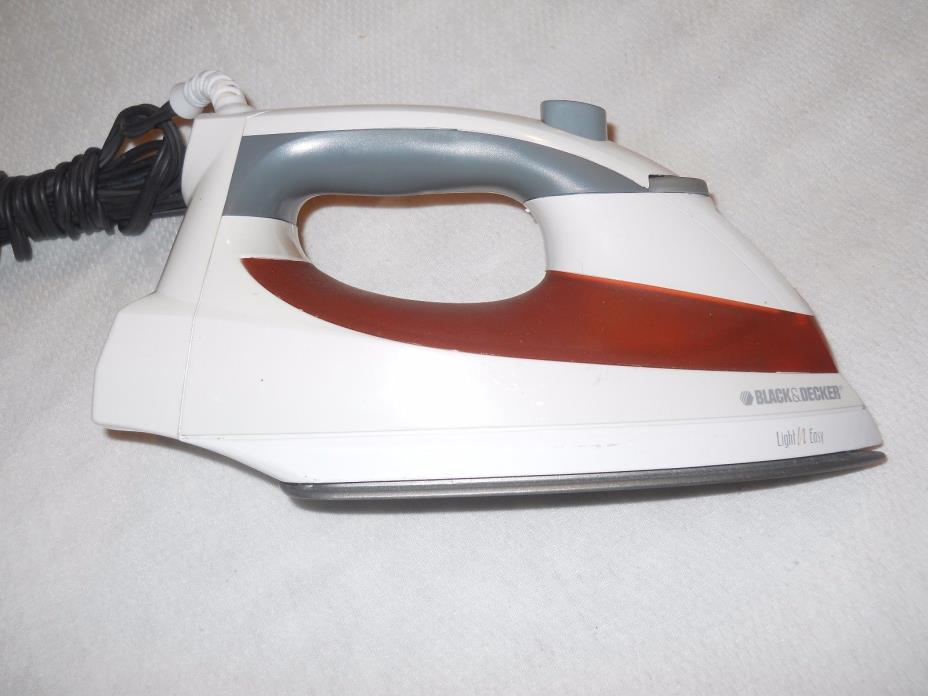 Black & Decker F920 Easy Steam Iron White/Red Free Shipping OBO NEW