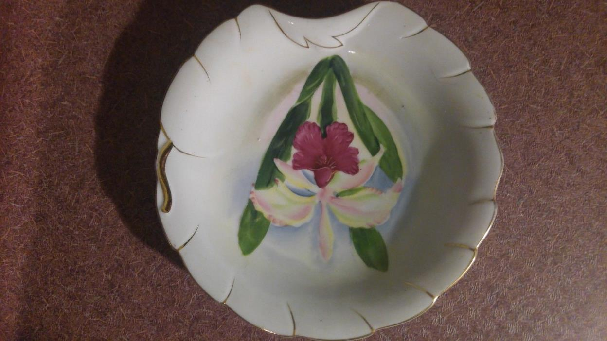 SCALLOPED DISH/CANDY/ TRINKET DISH - FLORAL DESIGN - VINTAGE- MADE IN JAPAN