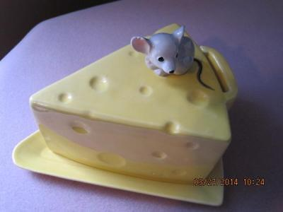 Antique Cute MOUSE at Top BUTTER DISH / CHEESE SAVER Yellow Ceramic Gorgeous #1