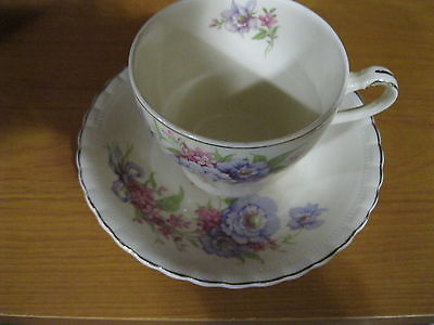 VINTAGE J&G MEAKIN BRITISH BONE CHINA CUP & SAUCER PURPLE & PINK FLOWERS BOUQUET