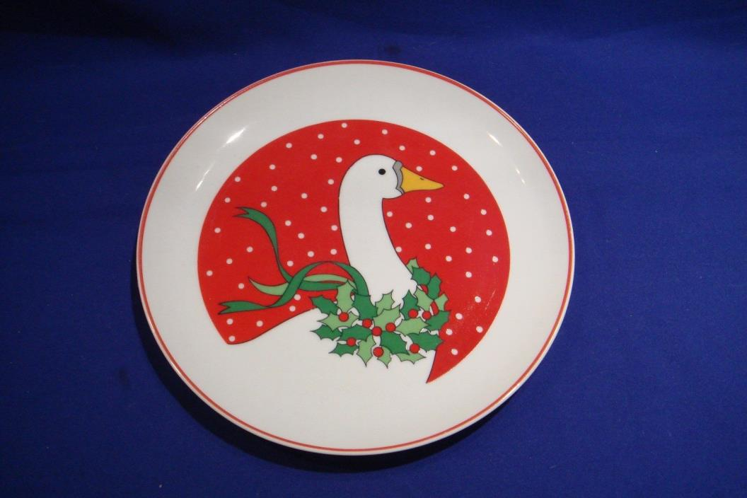 CHRISTMAS GOOSE - 8 PORCELAIN SALAD PLATES - VINTAGE - MADE IN JAPAN
