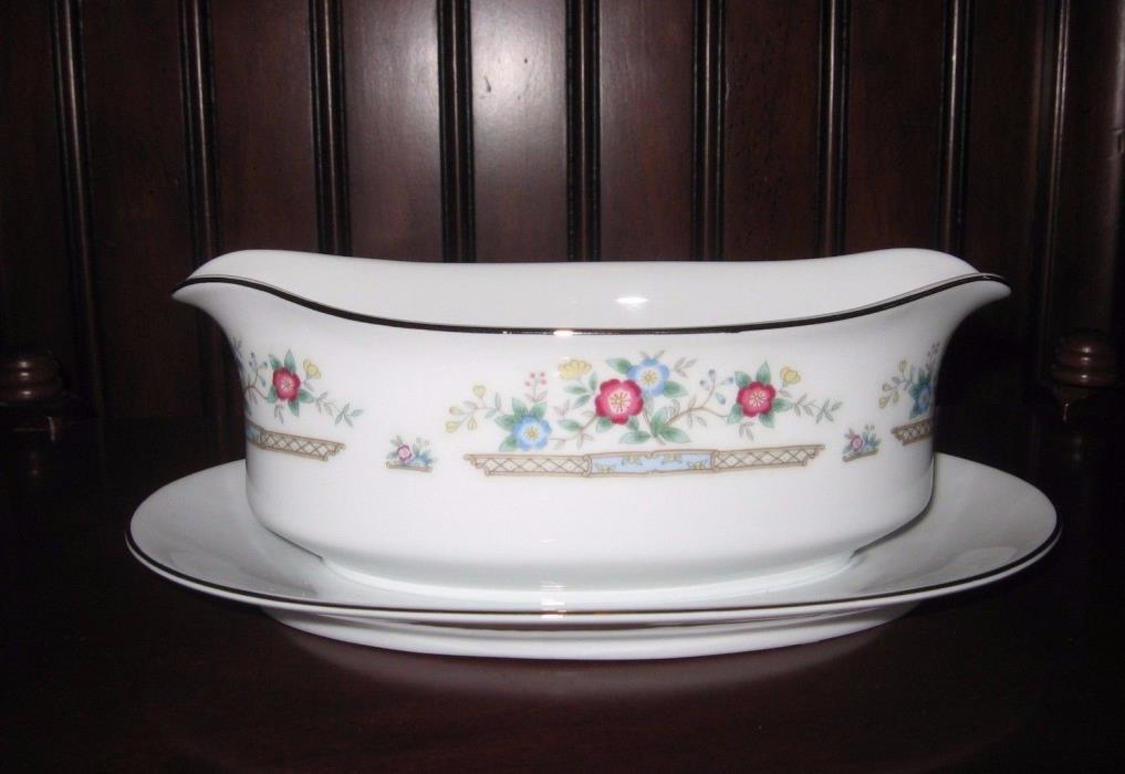 Imoco Fine China Japan Porcelain Sauce Gravy Boat with Attached Underplate EUC