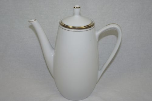 ROYALTON CHINA CO. TRANSLUCENT PORCELAIN COFFEE / TEA POT CARAFE JAPAN