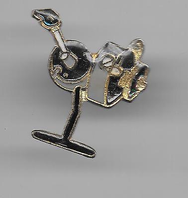 Vintage Casting Fishing Reel  b2 old enamel pin