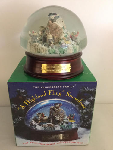 MUFFY - A HIGHLAND FLING SNOWDOME from THE SCOTTISH DANCE COLLECTION 1993