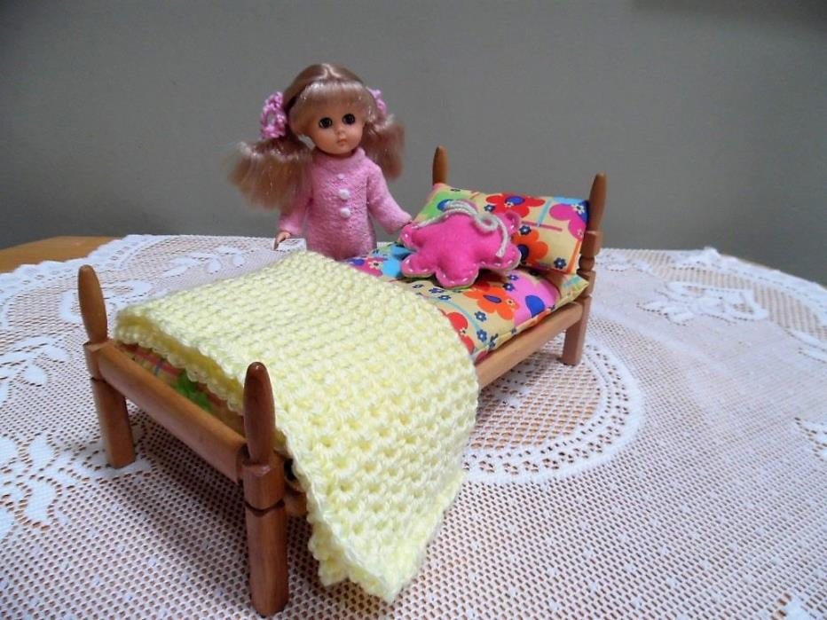 Vtg Strombecker Lg Bed w/New Bedding for  Vogue Ginny / Mini Dolls 6 to 9 inch