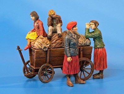 Plus Model 1:35 Refugees Resin Figure Kit #292