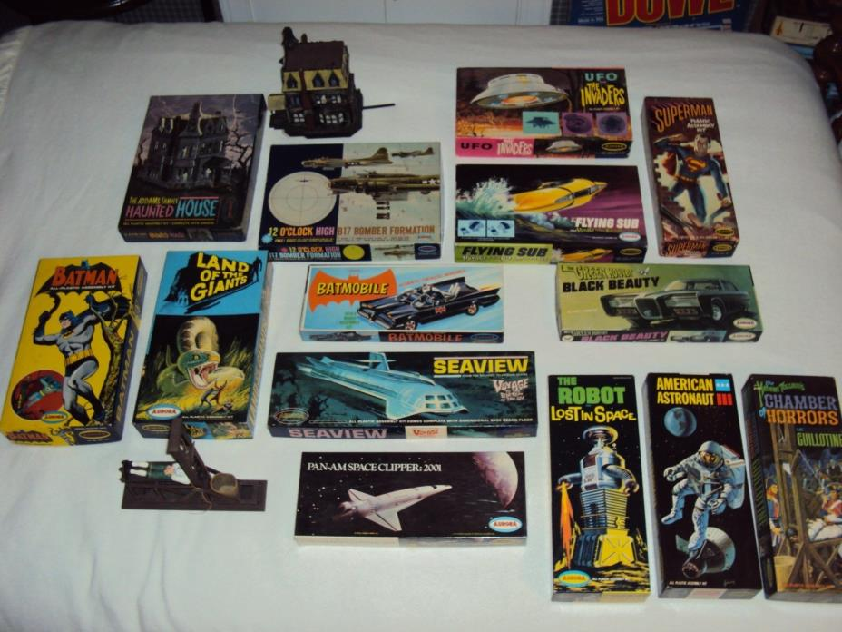 VINTAGE LOT OF 14 1960's AURORA MODEL KITS, NICE COLLECTION, B-9 ROBOT, MORE